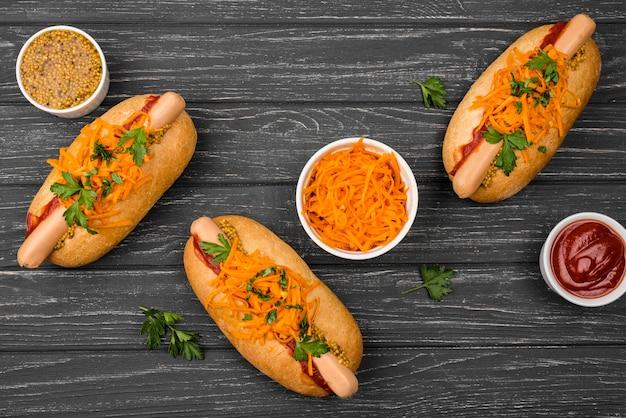 Vista dall'alto di disposizione degli hot dog