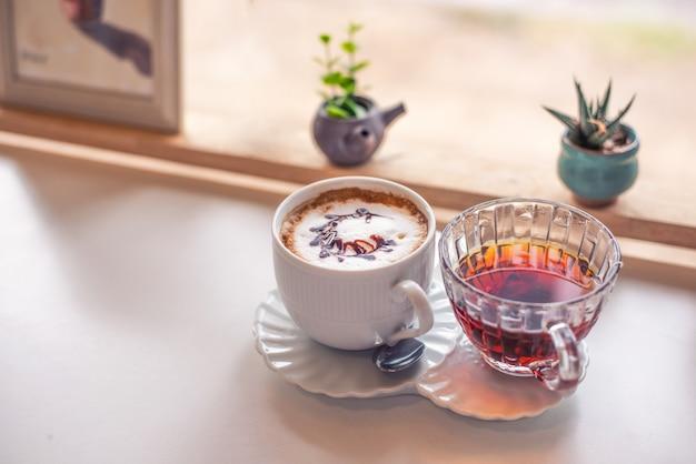 Горячий латте кофе и чай
