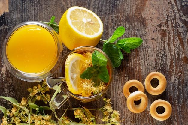 菩提樹の温かい飲み物、蜂蜜、レモン