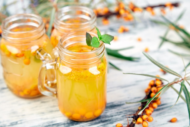 Горячий облепиховый чай с имбирем и медом