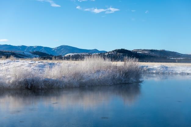 와이오밍 주 그랜드 티턴 국립 공원의 눈과 추운 날씨의 온천
