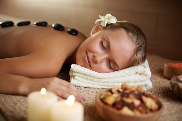 Hot stone massage to relax