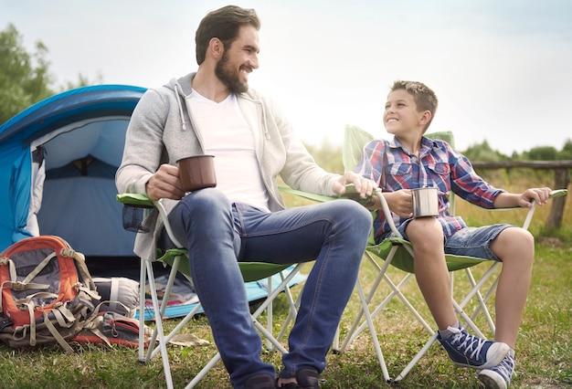 暑い夏はキャンプに最適な時期です