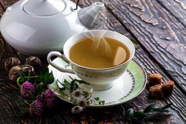 Hot tea and aromatic spices composition