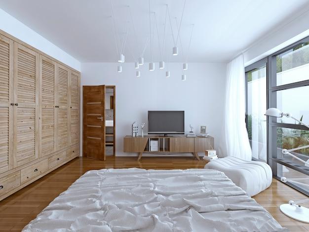 Дизайн спальни гостиницы с телевизором и дверью в ванную комнату.
