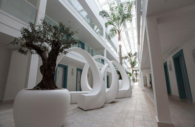 シチリア島のイタリアのホテルからのホテルの廊下