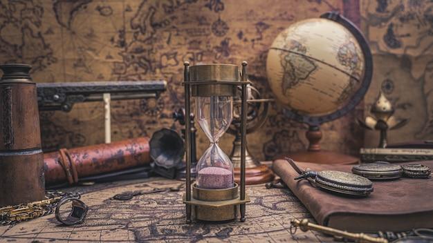 모래 시계와 해적 컬렉션 프리미엄 사진