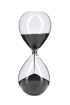 Песочные часы с черным песком, изолированные на белом фоне