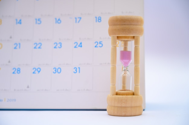 Hourglass with calendar ideas days elapsed time in each period and appointments or waiting