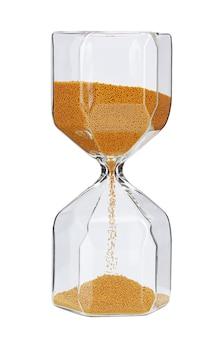 Песочные часы с золотым песком, изолированные на белом фоне