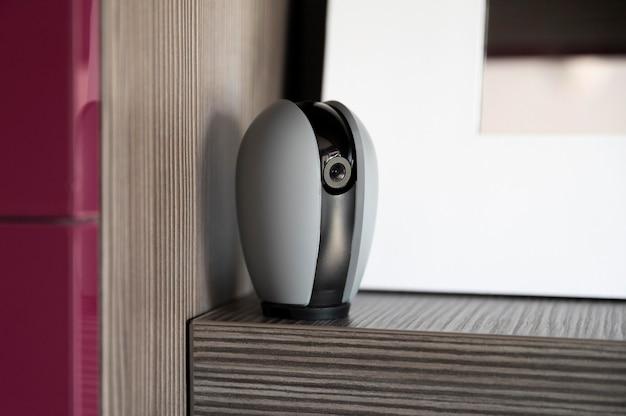 Автоматизация дома с камерой на полке