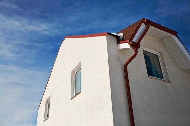 흰 벽으로 buliding 집