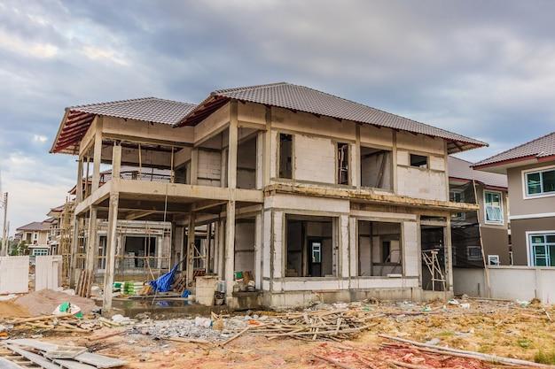 建築現場での住宅建設