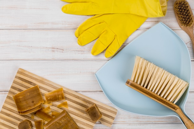 Домашние эко чистящие средства, мыло и продукты