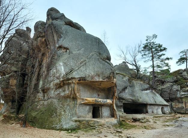 岩の家(「skelidovbusha」、イバノフランコフスク地方、ウクライナ)