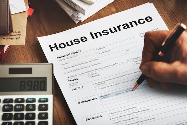 Concetto del modulo del documento di assicurazione della casa