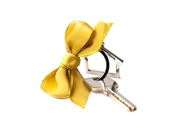 Ключ от дома с красным бантом