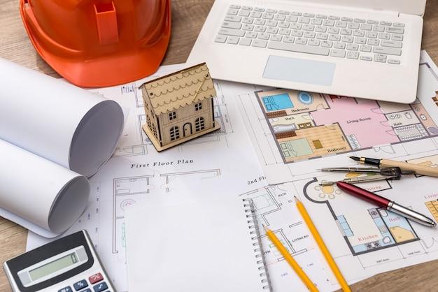 노트북과 계산기로 그리는 건축가에 집 모델