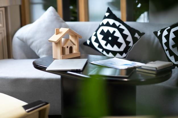 住宅モデル、不動産および保険またはローン不動産の背景