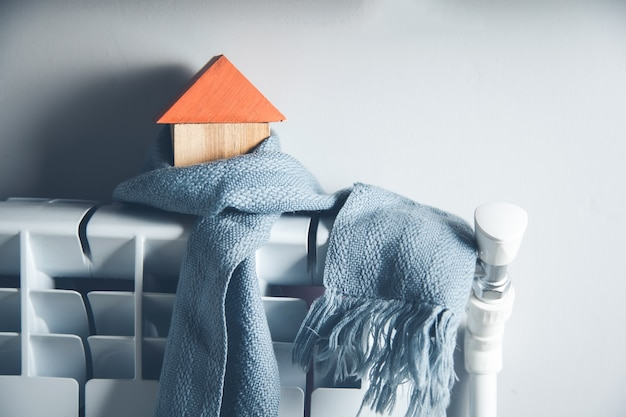 Модель дома с шарфом в домашних условиях