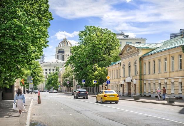 Дом шереметевых на поварской улице в москве в солнечный летний день