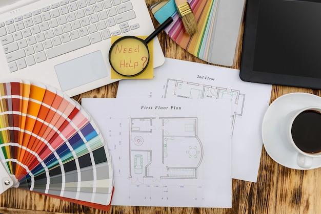 색상 팔레트 및 '도움 필요'텍스트가있는 주택 계획