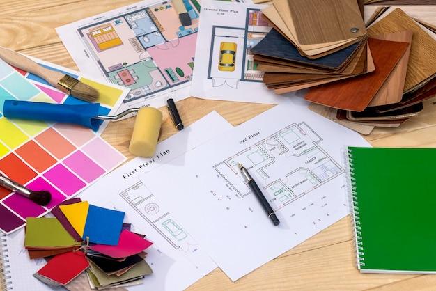 План дома с образцами цветов и инструментов