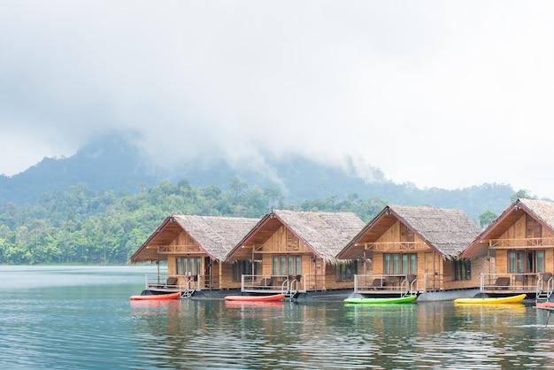 カオソク国立公園、タイのratchapraphaダムにあります。