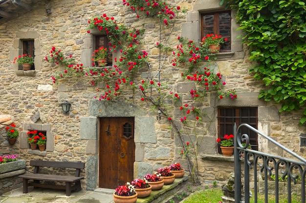 Дом в старой каталонской деревне. rupit i prui