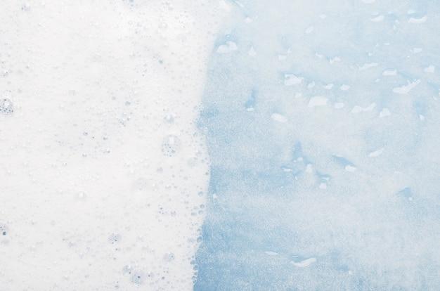 Растворение бытового моющего средства в воде