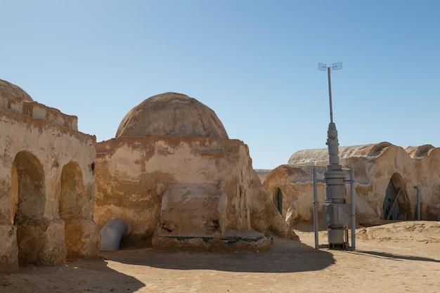 スターウォーズ映画のために設定された惑星タトゥイーン映画からの家 Premium写真