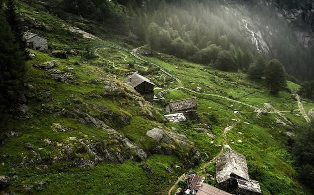 上から見た高山草原の家