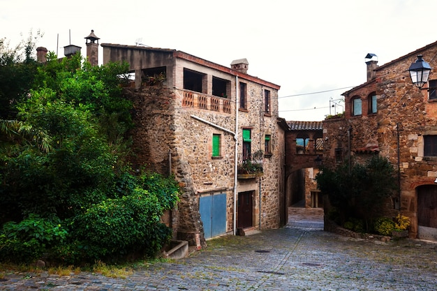カタロニアの村の家々。プボル