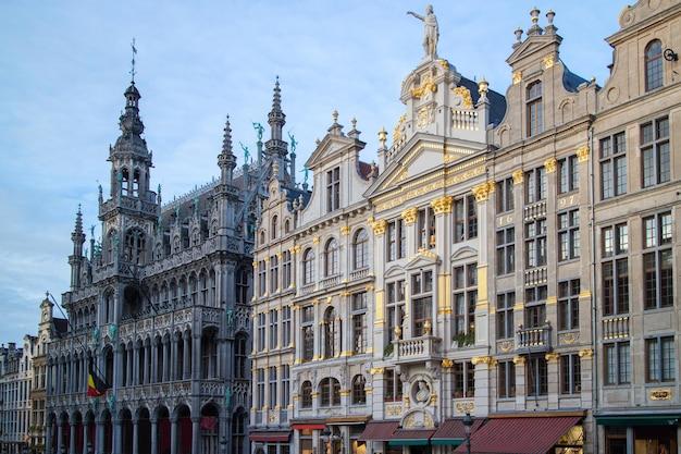 ブリュッセルの中央広場にある有名なグランプラスの家