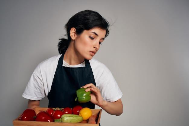 健康ビタミンを調理する野菜と主婦