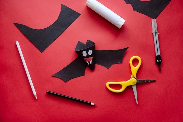 Как сделать летучую мышь из бумаги в домашних условиях. руки делают ремесло из бумаги. пошаговая фото инструкция. шаг 11. сделай сам готов