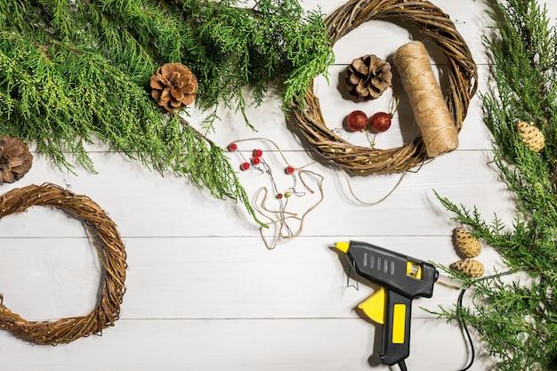 크리스마스 문 화환을 만드는 방법 작업 과정 데코레이터 작업장 평면도