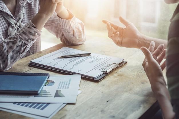 Кадровая проверка резюме соискателя и собеседование для подбора кадрового ресурса в компанию.