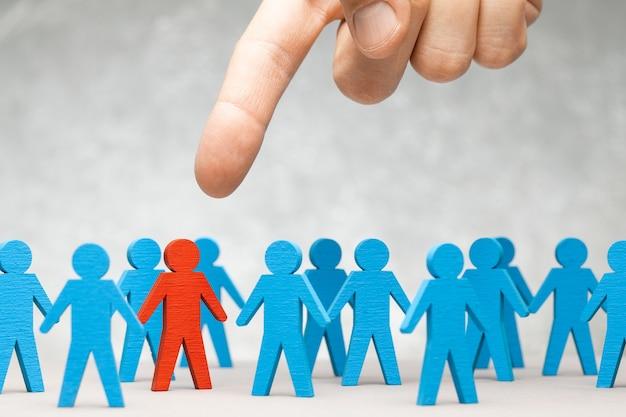Hr. staff recruitment. choosing a good leader.