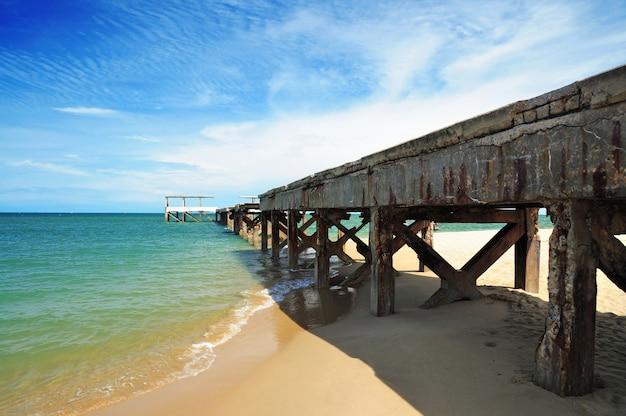 ビーチhua-hin、タイの桟橋