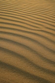 Huacachina砂丘の夕暮れの日差しの砂漠の砂の波紋の抽象的なパターン