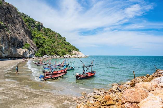 ホアヒン/タイ-2020/08/30:ホアヒンプラチュワップキーリカーンタイの美しい海の景色ホアヒンはタイ湾の海辺のリゾートです