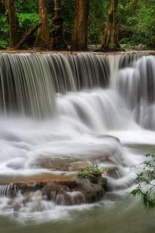 タイのhuai mae khamin滝