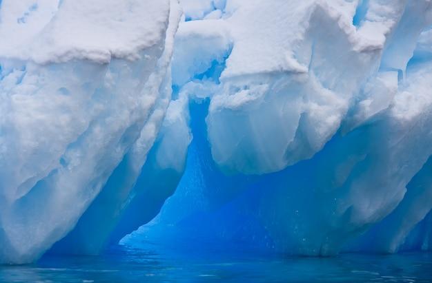 巨大な氷山