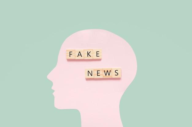 Disegno umano con notizie false