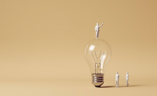 Человеческие фигурки, стоящие рядом с лампочкой