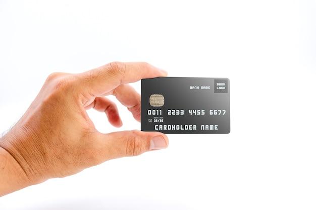 白い背景の上の黒い色の銀行のクレジットカードを保持している人間の手、ビジネスや金融の概念に使用します。
