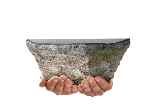 白い背景の上に分離された上部の通りと断面地球の地下土壌層を保持している人間の手
