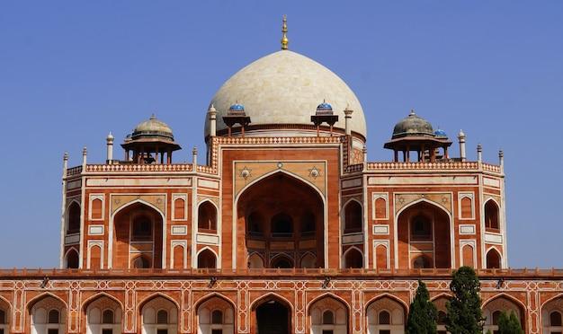 인도 델리에 있는 무굴제국 황제 후마윤의 무덤.