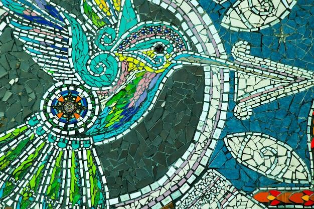 벌새 타일 및 유리 벽화